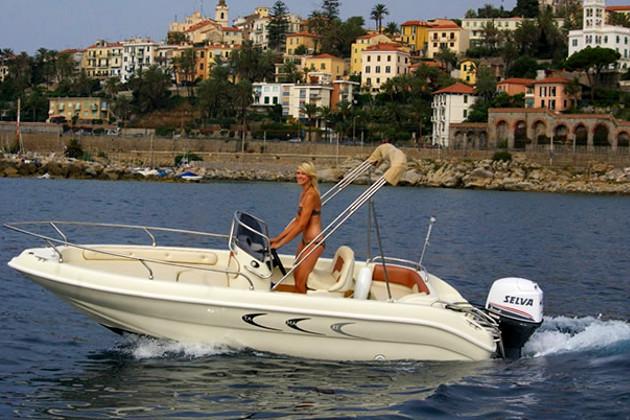 motorboot gardasee kaufen la cura dello yacht. Black Bedroom Furniture Sets. Home Design Ideas