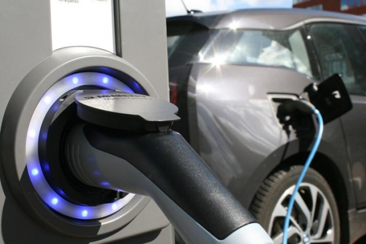 Mit dem Elektroauto an den Gardasee: E-Tankstellen - ein Überblick