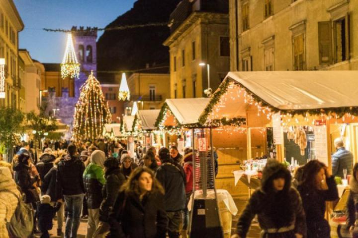 """Weihnachtsmarkt """"Di Gusto in Gusto"""" in Riva del Garda"""