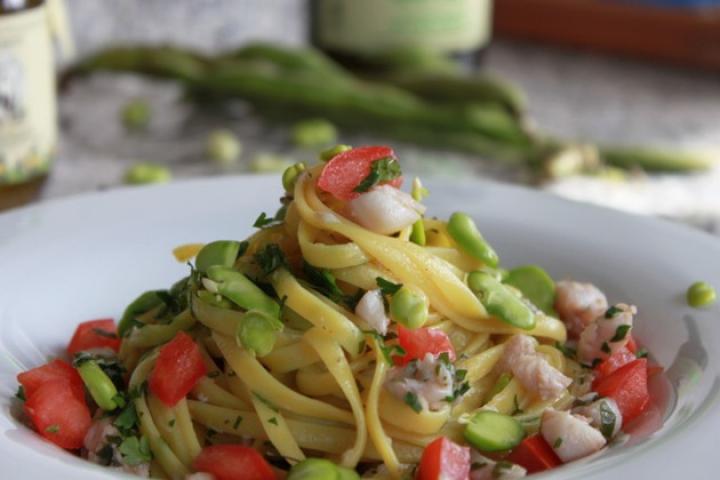 Bandnudeln mit Gardaseefischen und Olivenöl