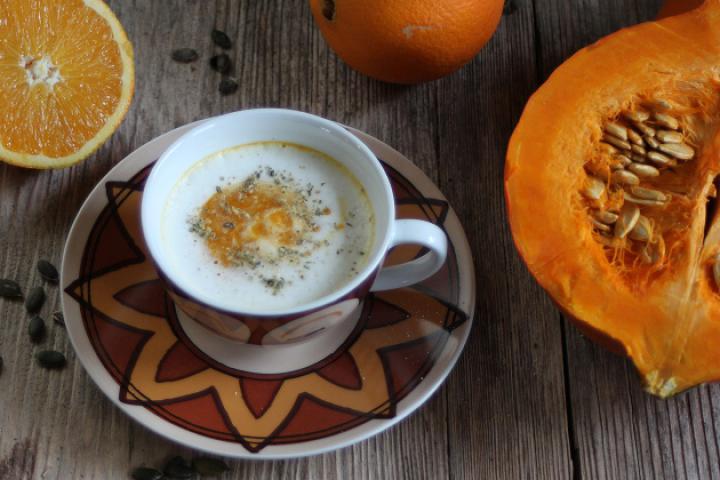 Kürbis-Orangen-Cappuccino