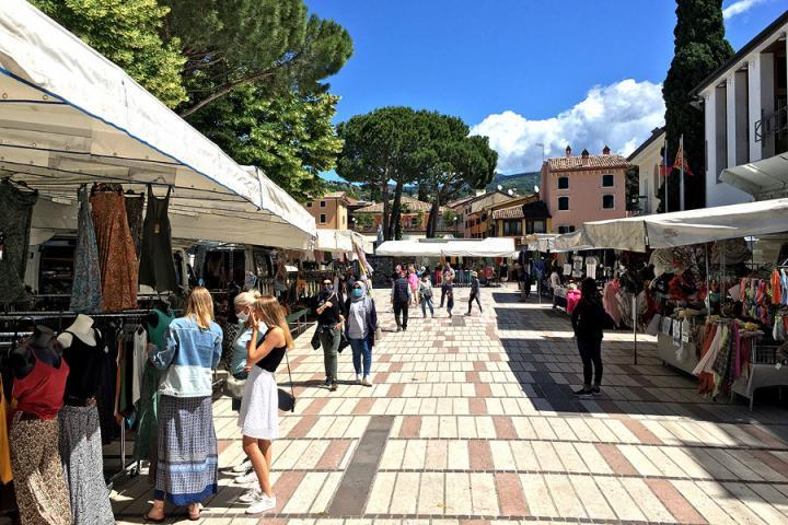 Wochenmärkte, Bauernmärkte und Antiquitäten