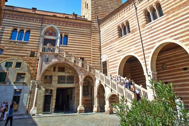 Palazzo della Ragione - Galerie für moderne Kunst in Verona