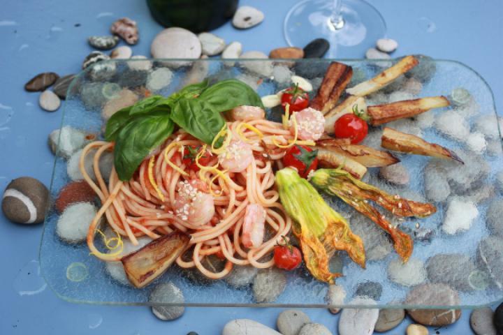 Spaghetti mit Krabben und Sommergemüse