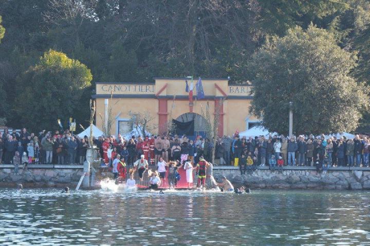Tuffo di Capodanno - Neujahrssprung in Bardolino