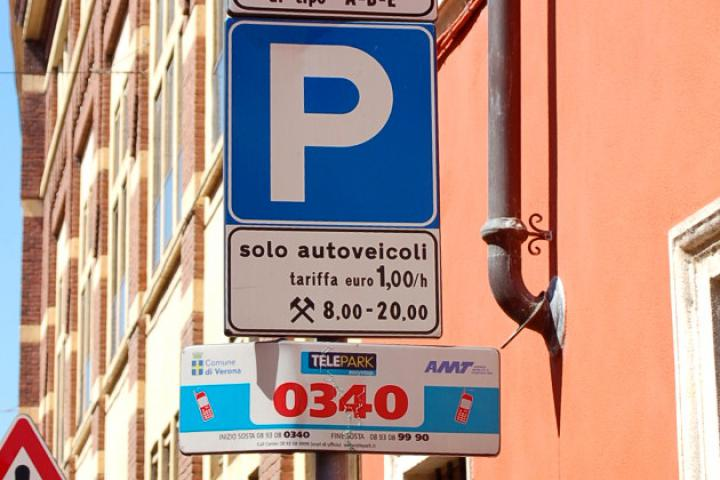 """Verkehrsberuhigte Bereiche """"ZTL"""" und Parken in Verona, Brescia und Trento"""
